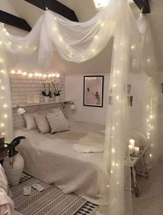 Gemütliches Schlafzimmer mit Himmelbett und Lichterketten dekoriert What is Decoration? Decoration could be the art of decorating the interior and … Cute Bedroom Ideas, Room Ideas Bedroom, Cozy Bedroom, Diy Bedroom Decor, Bed Room, Master Bedroom, Master Suite, Scandinavian Bedroom, Decor Room