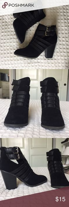 🆕✨Black Suede Ankle booties Super cute booties perfect for fall and winter time! Super stylish and comfortable. Great Steal! Details: •Size 6,7 •Black Suede •Buckles on the side and zipper on back •Brand new in Box Breckelles Shoes Ankle Boots & Booties
