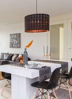 Binnenkijker: Jaloersmakend penthouse in Den Haag met meubels van karton van…