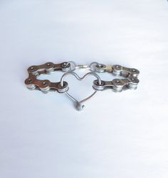 Bicycle Jewelry Chain and Spoke Heart by Winterwomandesigns Bicycle Crafts, Bike Craft, Bicycle Art, Bike Chain Bracelet, Heart Bracelet, Bracelets, Recycled Bike Parts, Diy Jewelry, Jewelry Making
