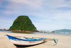 Paket Gathering Kantor di Banyuwangi 2 Hari 1 Malam - A - paket wisata banyuwangi, paket tour banyuwangi Pink Beach, Outdoor Furniture, Outdoor Decor, Green Bay, Sun Lounger, Hammock, Tours, Java, Island