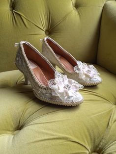 Bespoke Custom Marie Antoinette Rococo Baroque Heels Shoes Costume Floral Champagne Ivory Cream Off White Antique Style Lace Appliqué Pearls CUSTOM Bridal