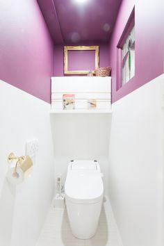 まるでアンティークショップのようなトイレ。ステンドグラスからは柔らかな光が入ります。#S様邸多摩川 #トイレ #アンティーク #ステンドグラス #ファミリー #シンプルな暮らし #ファミリー #EcoDeco #エコデコ #インテリア #リノベーション #renovation #東京 #福岡 #福岡リノベーション #福岡設計事務所 Furnitures, Toilet, Bathroom, House Styles, Home, Washroom, Flush Toilet, Full Bath, Ad Home
