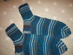 Joulu 2015 Sukat räsymattoraidoituksella Socks, Fashion, Stockings, Moda, Fashion Styles, Sock, Fashion Illustrations, Boot Socks, Hosiery