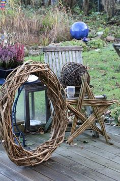 Christmas decoration from shrub cut - Diy Fall Decor Christmas Time, Christmas Wreaths, Christmas Crafts, Xmas, Halloween Decorations, Christmas Decorations, Deco Nature, Willow Weaving, Deco Floral