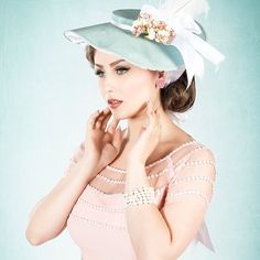 NEW POST ON MY BLOG ABOUT @daisydapper 💖 link on my profile. Hat by @betsy_hatter , picture by Onirique #aciddoll #daisydapper #vintagegirl #vintagemodel #betsyhatter #pink #pastel #spring