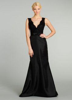 Un hermoso vestido un encaje y satin