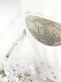 Silver   銀   Plata   Gin   Argento   Cеребро   Agent   Colour   Texture   Pattern   Style   Design   Composition   Photography   via Coca-White