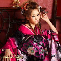 花魁ヘアですね。新しい現代風な花魁風な髪型と花魁の着物はヤバイですね。注目度は120%です。 Pacific Girls, Snow White, Kimono, Sari, Asian, Disney Princess, Wedding Dresses, Hair Styles, Awesome