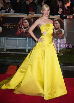 Elizabeth Banks stuns in a bright yellow dress at the Hunger Games: Catching Fire world premiere in London!