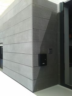 Aplacado fachada vivienda con piedra natural suministrada por Olnasa