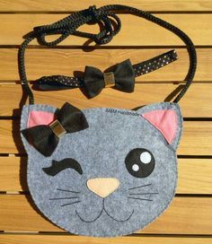 molds to make bags for girls with cat designs - Katzen Sewing Toys, Baby Sewing, Kids Purse, Diy Sac, Cat Bag, Felt Cat, Animal Projects, Girls Bags, Felt Toys
