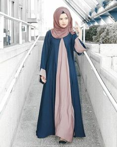 I swear I wasn't posing. I'm so used to getting stared at during photo shoots in public areas. I just do my thang Love this abaya from @alshamsapparel Wearing the famous mocha hijab from @voilechic