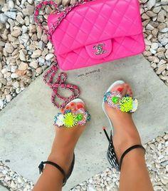 Unos pies cuidados aportan carisma y elegancia al la mujer que los lleba 💅💅💅 #chanel @mrs_bcworld