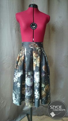 Pleated skirt. Floral print, roses. Burda 12/2011.