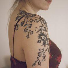 498607db0 Le tatouage fleuri XXL Flower Vine Tattoos, Tattoos For Women Flowers,  Bluebell Tattoo,