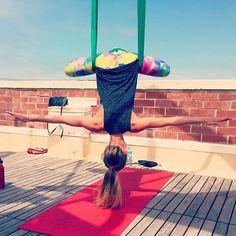 @dashworthy showing us the beauty in just hanging around.  #yogapants #bootybuilding #inyowatercolor #yogacommunity #yogafam #fitness #yogagirl #shopsf #yogagram #local