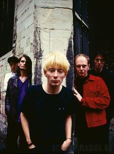 I Radiohead fotografati nel 1994 da Kevin Cummins Music Film, Music Icon, Pop Music, Blur, Heavy Metal, Colin Greenwood, Thom Yorke Radiohead, Band Posters, Music Posters