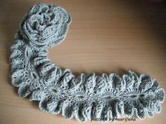 how to make crochet rose scarf •✿• Teresa Restegui http://www.pinterest.com/teretegui/ •✿•
