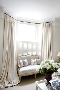 Bay Window Ideas - Search photos of living room bay window. Locate ideas as well as motivation for living room bay window to add to your own house. Bay Window Bedroom, Bedroom Windows, Bay Windows, Bedroom Curtains, Corner Windows, Small Windows, Bay Window Exterior, Diy Exterior, Bay Window Treatments