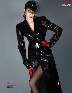 Top Model Poses, Fashion Model Poses, Fashion Models, Harajuku Mode, Harajuku Fashion, China Mode, Black Raincoat, Mode Editorials, Queen Outfit
