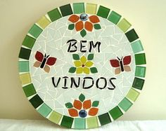 Bem Vindos *28 cm de diâmetro Mosaic Crafts, Mosaic Art, Decorative Plates, Mandala, Diy Crafts, Home Decor, Ideas, Craft Tutorials, Craft Ideas