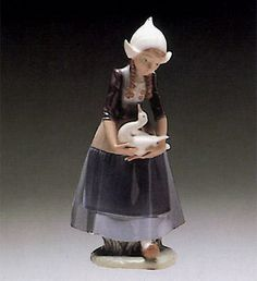 LLADRO - DUTCH-GIRL WITH DUCKS(5066)