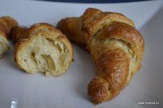 Přiznám se, že toto byl teprve můj druhý pokus o výrobu klasického francouzského pečiva… ale i podruhé se mi povedl na jedničku… možná tentokrát ještě podtrženou, protože jsem vyčetla lepší... Celý článek Nutella, French Toast, Bread, Breakfast, Red Velvet, Cheesecake, Food, Morning Coffee, Brot