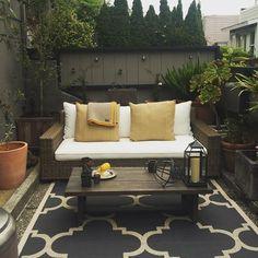 City Garden Living #decor #interiordesign #exteriordesign #garden #outdoorspaces #gardenspaces #potterybarn #citylife #dyi #mystyle @pendletonwm