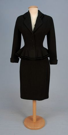 LILLI ANN WOOL SUIT with VELVET TRIM, 1940's <3 <3 Oh Lilli Ann, why do you make so much pretty stuff I can't own.