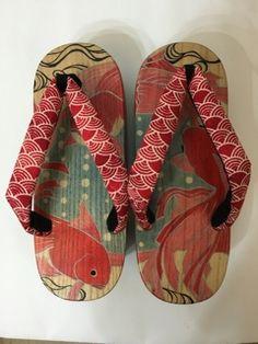 下駄 •  japanese sandal Japanese Prints, Japanese Kimono, Shoe Art, Casual Elegance, Japanese Beauty, Yukata, Japan Fashion, Kimono Fashion, Cool Patterns