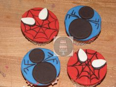 Spiderman cupcakes use mini oreos