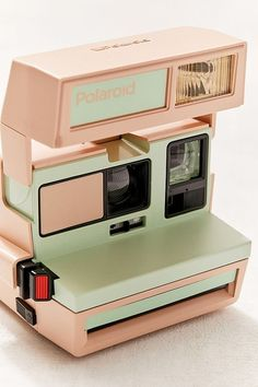 Polaroid Original X UO 600 Green Apple Instant Camera at Urban Outfitters Photo Polaroid, Polaroid Pictures, Old Cameras, Vintage Cameras, Dslr Photography Tips, Vintage Photography, Nature Photography, Film Photography, Landscape Photography