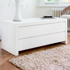 A minimalist TV unit which can also pass as a low sideboard. It has clean lines and a handle free finish to give it a touch of class.