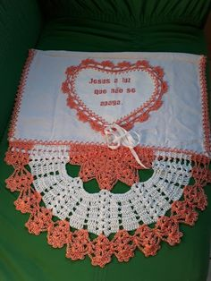 Strawberry Potholder pattern by Kay Meadors Crochet Box, Crochet Doilies, Knit Crochet, Potholder Patterns, Crochet Patterns, Crocodile Stitch, Hand Embroidery Designs, Circle Design, Chrochet