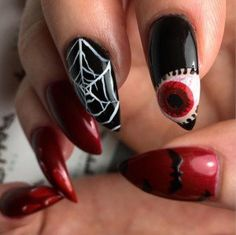 It's never too early to start planning for Halloween. If you don't have your costume yet, you can plan your nails with these Halloween nail art designs! Nail Art Designs 2016, Holiday Nail Designs, Holiday Nails, Fancy Nails, Diy Nails, Cute Nails, Halloween Nail Art, Halloween Ideas, Halloween 2016