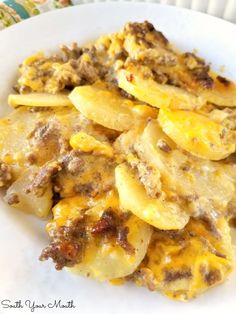 Hamburger & Potato Casserole | An easy casserole recipe with ground beef, cheese and potatoes like a meaty potatoes au gratin or cheesy scalloped potatoes with hamburger.