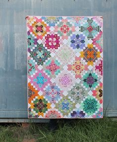 Modern Lucy Boston (Tales of Cloth) Quilting Tutorials, Quilting Projects, Quilting Designs, Sewing Projects, Sewing Tips, Quilting Tips, Quilt Inspiration, Millefiori Quilts, Cross Quilt