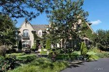Please contact me for your real estate needs Elizabeth Jakaitis - Realtor - Prudential Rubloff ejakaitis@rubloff.com Please visit my website at: http://www.premierlistingshowcase.com/agentSites/website1415/index.php #lakeforest #northshore #realtor #beautifulhomes