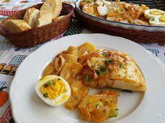 El bacalao al horno (bacahau no forno) es una receta tradicional portuguesa que tuvimos el placer de degustar en Oporto, en un restaurante de la ribera
