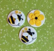 12 Edible Fondant Bumble Bee Cupcake Toppers - Bumble bee & flower via Etsy Fondant Cupcakes, Fondant Toppers, Cupcake Cookies, Pink Cupcakes, Cake Decorating Tips, Cookie Decorating, Bumble Bee Cupcakes, Bee Cakes, Bee On Flower