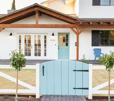 I am in love with that door and gate.well pretty much everything else too! Glenrosa Residence by Rafterhouse Front Gates, Entry Gates, Exterior Colors, Exterior Paint, Outdoor Spaces, Outdoor Living, Outdoor Ideas, The Ranch, Porch Decorating
