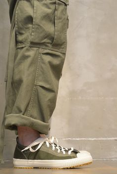 ARMY CARGO PANT 【re stock】 / Notice of restocking and event information | Nigel · Cavebon Army · Jim Fukuoka store | 【Official website】 Nigel · Cavon / Nigel Cabourn Gents Fashion, Unisex Fashion, Army Cargo Pants, Mens Trends, Mens Clothing Styles, Military Fashion, Stylish Men, Street Wear, Menswear