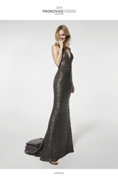 There are dresses you'll fall in love with at first sight, like this spectacular sequinned mermaid design with train, a V-neck and a marvellous cross over open back. This cocktail dress is sure to leave everyone speechless.