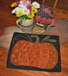 The Old Tattered Flag: It's Crazy Doodle Pumpkin Time! This would make a great pillow for the sofa this fall. Rug Hooking Kits, Rug Hooking Patterns, Locker Hooking, Penny Rugs, Wooly Bully, Fall Sewing, Halloween Quilts, Hand Hooked Rugs, Fall Quilts