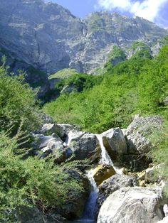 Kleine mini boerderij en natuur camping Rocca di Sotto in Italie, Abruzzen bij Nederlanders, (onder umbrie en de marken) campings, kamperen, rustiek, charme, tent, kleinschalig, kampeervakantie
