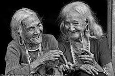old people laughing - Google Search World Photography, Photography Awards, People Photography, Just Smile, Smile Face, Wise Women, Old Women, Jolie Photo, People Of The World