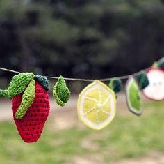 Ganchitos01 — Patrón Guirnalda de Frutas