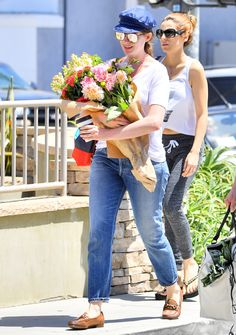 Anne Hathaway Proves Fresh Flowers Are Always in Style During a Farmers' Market Run | from InStyle.com