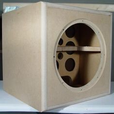 Construction of the enclosure made from MDF. Cut to size on a tablesaw and finished with a router. 8 Inch Subwoofer Box, Diy Subwoofer, Subwoofer Box Design, Speaker Box Diy, Speaker Box Design, Speaker Plans, Woofer Speaker, Hifi Speakers, Diy Router